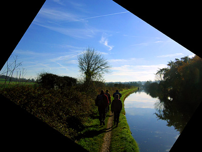 Walking the towpath on the Grand Union Canal near Cow Roast