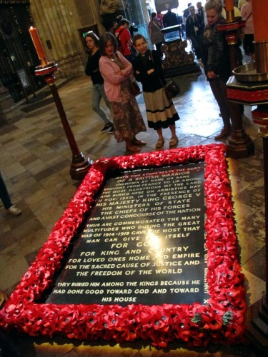 First glance of The Tomb of the Unkown Warrior, inside Westminster Abbey.